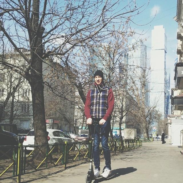 Человек мой любимый вот сезон открыл. #kickscooter #spring #weekend #moscow #moscowcity