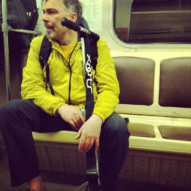 #лицабольшогогорода #москва #клевыймужик #метро #самокат #аещеунегосережкавлевомухе #оценитемамштабвнутреннейсвободы