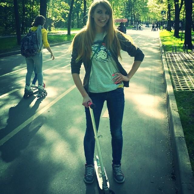 #мск #москва #сокольники #самокат #покатались #замечательныйдень #объелисьморожки #взрослыедети #счастье #свобода #аааеее