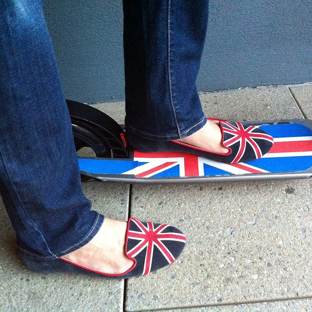 #unionjack #union_jack #flag #uk #british #scooter #me #shoes #flats #oxelo #decathlon #jeans #levis #women #urban #city #fun #hip #eco #nofilter #bandera #patinete #divertido