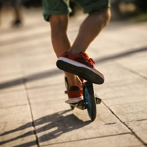 Acabar la tarde relajándote sobre ruedas. #atardecer #patinete #oxylane #Decathlon #desconecta #buenrollismo