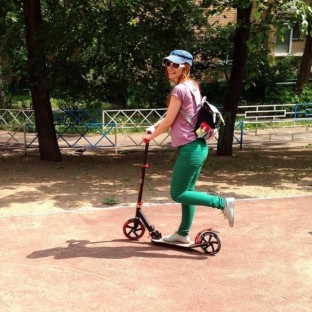 Я сегодня гоняю на самокате #самокат #спорт #фитнес #кардио #прогулка #мск #весна #май #жара #жарища #май #пух #fitnes #sport #transport #cardiotraining #joy #merryday #mosca #moscow